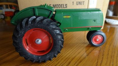 New Vintage Ertl collectibles Oliver 70 Row Crop Tractor 1/16 USA with original box