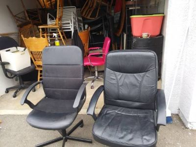 2 Black Office Chairs In Fairfield 6/16