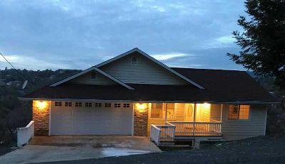 20908 Lawler Soulsbyville Three BR, This custom built home is
