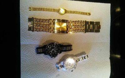 4 watch white and black light up.