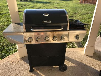 Propane grill and 2 propane tanks