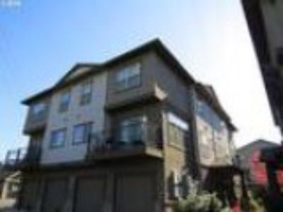 Beaverton Two BA This beautifully maintained Three BR condo