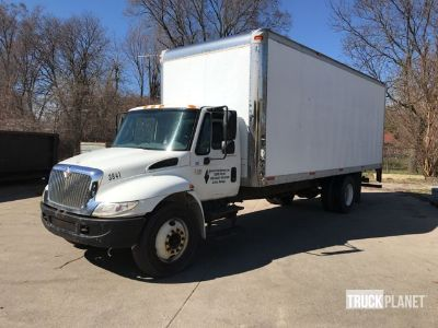 2002 International 4300 Cargo Truck