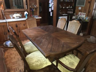 Dining Table/6 chairs set