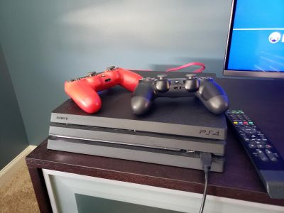Ps4 Pro includes 2 controllers, 6 games +remote!