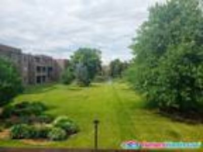 Large One BR w/ LOTS of amenities - pool, tennis & more