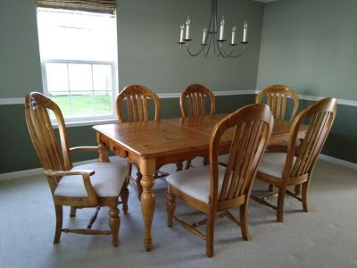 Dining table, 6 chairs, buffet and hutch