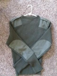 Service wool sweater with epaulettes