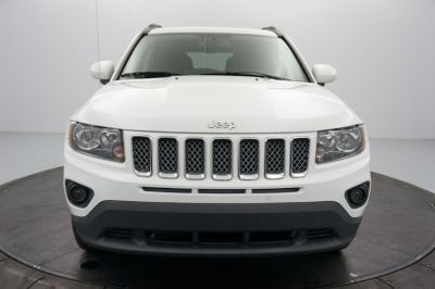 2017 Jeep Compass Latitude FWD *Ltd Avail* (Bright White Clearcoat)