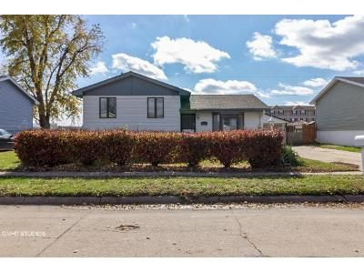 3 Bed 1 Bath Foreclosure Property in Carter Lake, IA 51510 - Lindwood Dr