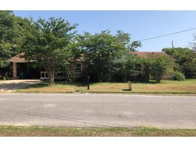 2 Bath Preforeclosure Property in Pascagoula, MS 39567 - Harrison Ave