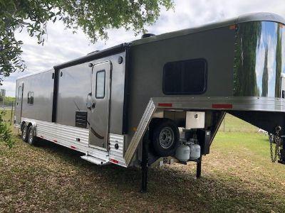 2019 Merhow 8012 toy hauler
