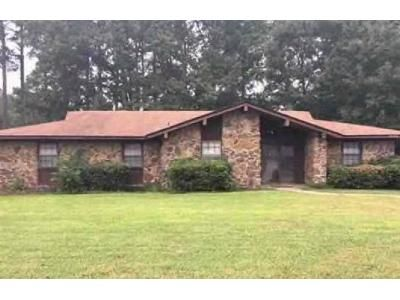 3 Bed 2.5 Bath Foreclosure Property in Little Rock, AR 72209 - Jacques Rd