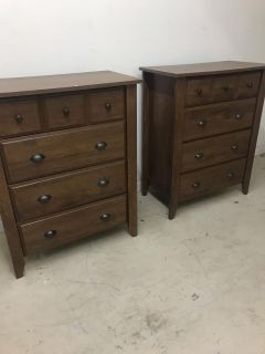 2 chest of drawers
