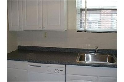 $1,700 / 3 bedrooms - Great Deal. MUST SEE. Single Car Garage!