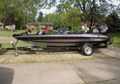1997 Stratos 282 DC 150HP Johnson Fishing Boat