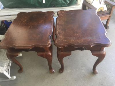 Set of 2 wood side tables / end tables
