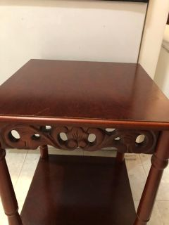 Very cute table, great used condition, slide for more pics