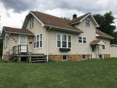 108 S Willow St Effingham, Solid Three BR