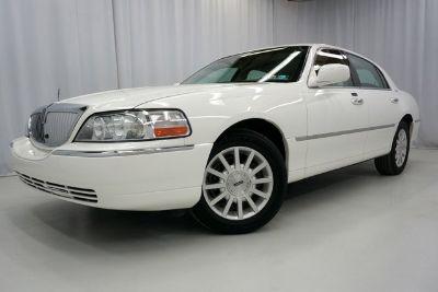 2007 Lincoln Town Car Signature (Vibrant White)