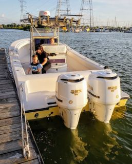 "(2) Yamaha F225 4-Stroke, 550hrs, 30"" Shaft, White, w/controls & Props"