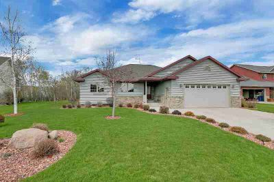 2025 Peach Drive NE SAUK RAPIDS Three BR, Beautiful Rambler home