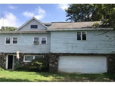 3 Bed 1 Bath Foreclosure Property in Jermyn, PA 18433 - Carey Rd