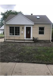 Updated Cape-cod 2 bedroom, 1 Bath, large yard