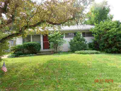 2960 8th St CUYAHOGA FALLS Three BR, Great ranch in need of your