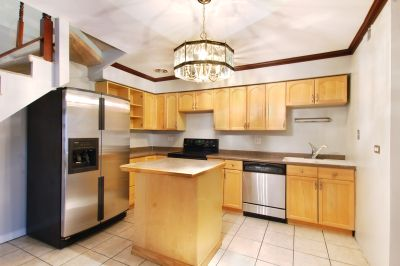 Updated 2bd/1.5bth DUPLEX Just Steps from the Lake, Air Conditioning, Dishwasher, Pets OK, BIG bedrooms