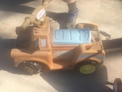 Battery powered Tow Mater
