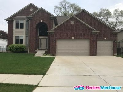 Beautiful 4bed/ 3 bathroom with a 3 car garage