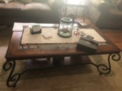 beautiful coffee table and 2 end table set!