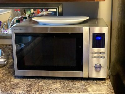 Microwave in perfect condition $75