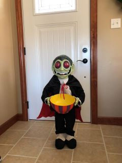 Talking vampire with candy bowl. 3ft tall cones apart & fits in tote.