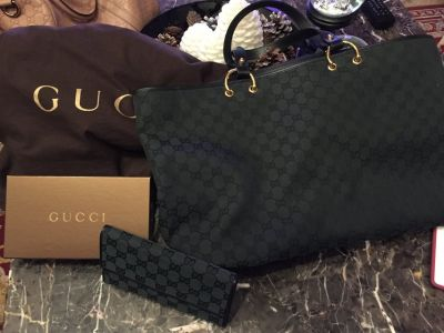 Authentic Gucci purse w/ matching wallet