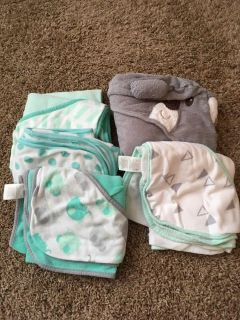 Lot of 5 hooded towels