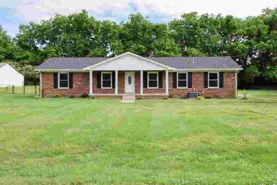 630 Teree Dr GALLATIN Three BR, Lovely established area near
