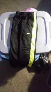 Nike therma fit pants size 6