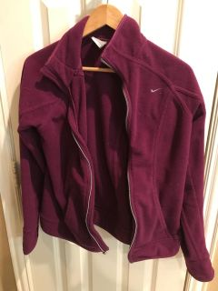 Excellent condition warm NIKE fleece jacket / no holes: no stains $20