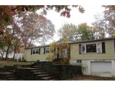 3 Bed 2 Bath Foreclosure Property in Mount Sinai, NY 11766 - Canal Rd