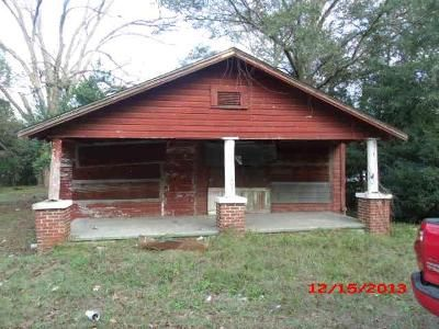 2 Bed 1 Bath Foreclosure Property in Moultrie, GA 31768 - & 921 3rd St SE