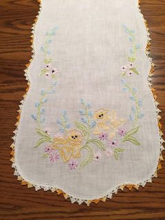 39 x 12 Vintage Embroidered/Crocheted Spring Flowers Dresser Scarf