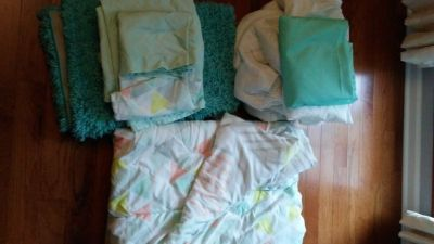 Dorm Twin XL (Extra Long) Bedding set and accessories