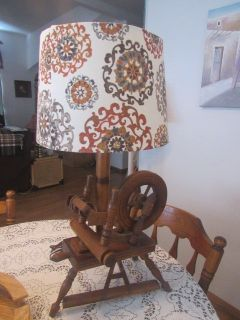 wood spinners lamp in excellent condition