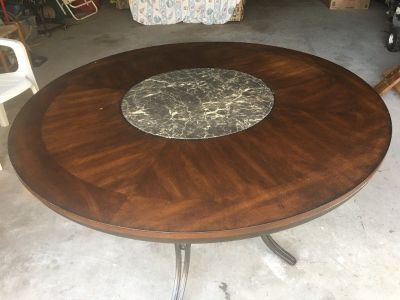 Table (with Lazy Susan in Middle)