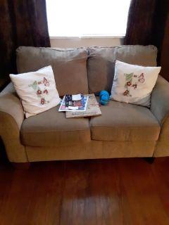 Love seat (tan)