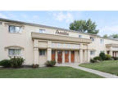 Hamilton Court East Apartments - 1st Floor 1038 SF