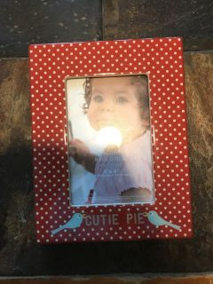 Cutie pie Sonoma picture frame holds 4 x 6