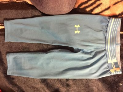 Youth Small Under Armour Capri pants